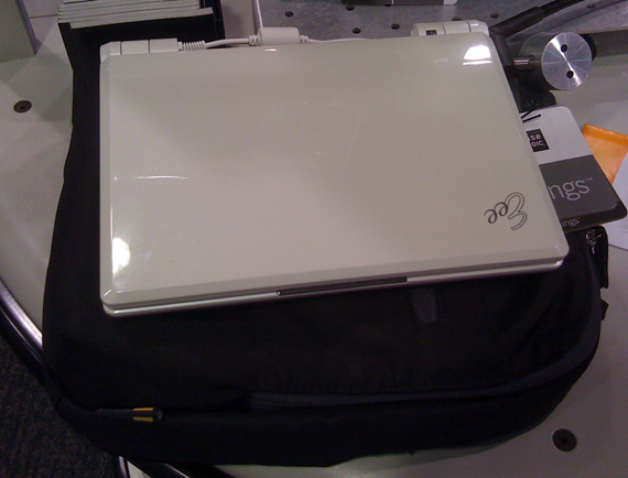 Case Logic XNTM-3 with Asus Eee PC 900A